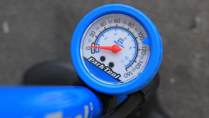 タイヤゲージ・空気圧計
