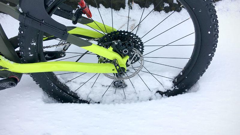 セミファットの29erプラスで雪道を走った感想イメージ02