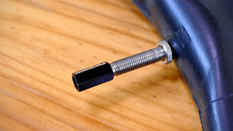 バルブキャップをパナレーサー製バルブコアツール付きに交換イメージ07