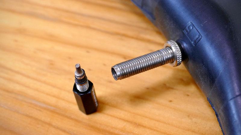 バルブキャップをパナレーサー製バルブコアツール付きに交換イメージ08